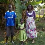 Evelyne mit ihren Kindern Michael und Fresia 2015