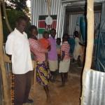 Andrang in der Getreidemühle im Dorf