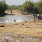 am Grenzfluss nach Uganda