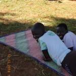 entspanntes Dorfleben der Jugendlichen